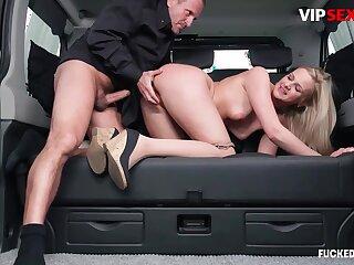 Chauffeur chafes milf client's pussy w hard blarney