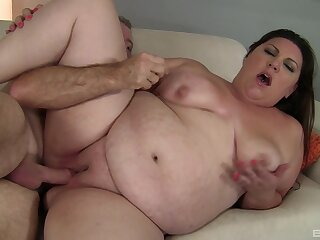 Fat mature loads hungry dick in her shaved twat